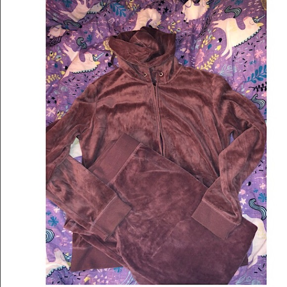 best shoes select for genuine Clearance sale NY&CO 2 Piece Velvet sweatsuit Mauve.